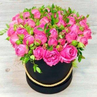 19 пионовидных роз в коробке