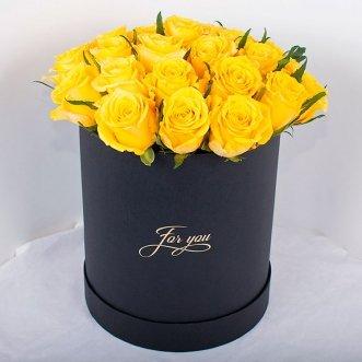 23 желтые розы в коробке