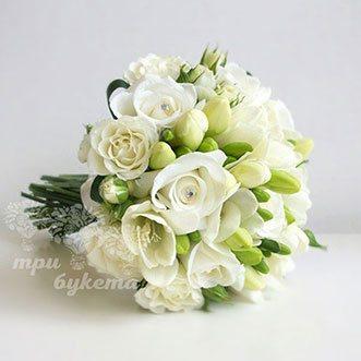 Букет невесты из белых роз и фрезий