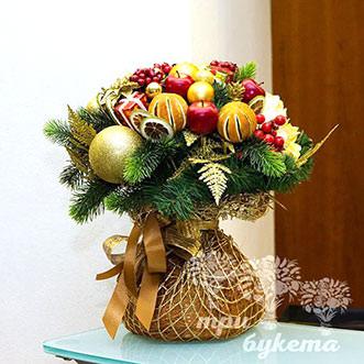 Хвойный букет из мандаринов и яблок