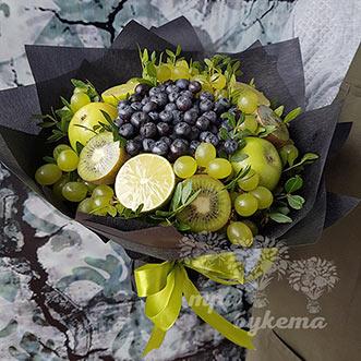 Букет из фруктов и черники