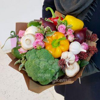 Букет из овощей и роз