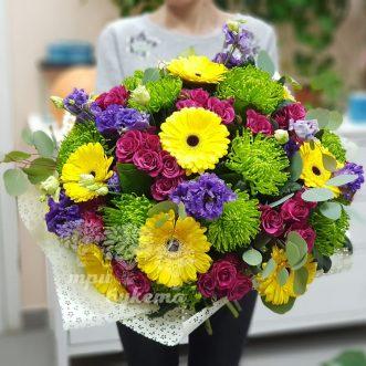 Разноцветный букет из гербер и роз