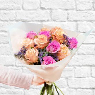 Букет розовых и персиковых роз